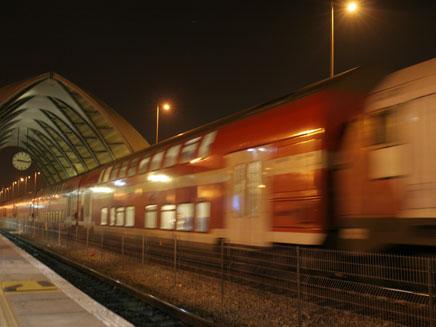 תתאפקו עד שתצאו. תחנת רכבת, ארכיון (צילום: שי פוקס)