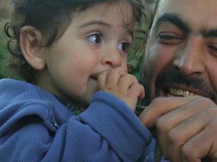 ילד משחק עם נחש (צילום: חדשות 2)