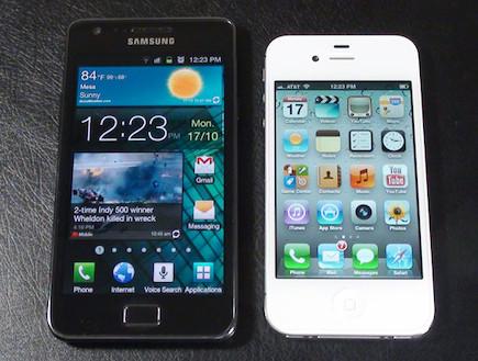 אייפון 4S (מימין) VS סמסונג גלקסי S2 (משמאל) (צילום: Pocketnow)
