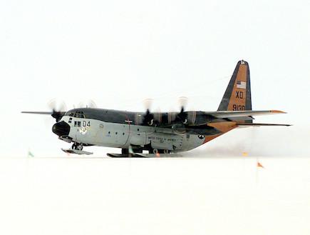 מטוס על הקרח (צילום: U.S. Navy, GettyImages IL)
