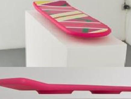 חזרנו לעתיד: הסקייטבורד המרחף והנעליים של מרטי כבר (צילום: nilsguadagnin.blogspot)
