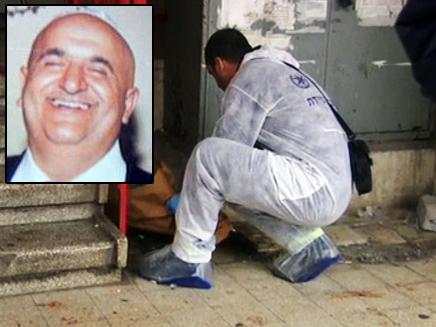 דוד מושיאשווילי על רקע זירת הרצח (צילום: חדשות 2)