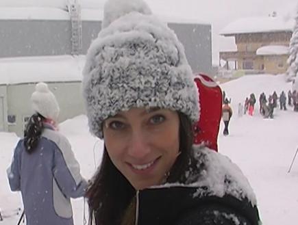 אפרת אברמוב לומדת לעשות סקי (תמונת AVI: mako)