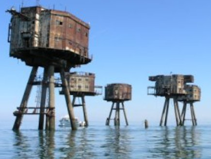 מבצרי הים הצפוני: מזכרות מתפוררות ממלחמת העולם השנ (צילום: undergroundkent)