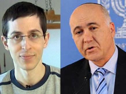 יורם כהן לצד גלעד שליט (צילום: חדשות 2)