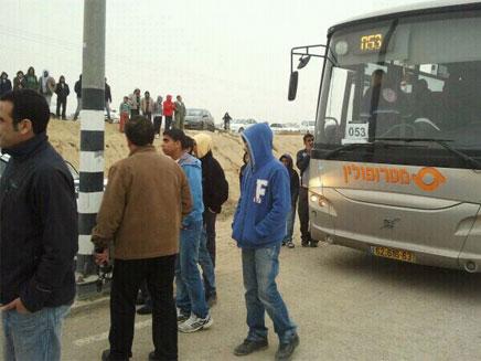 ריסס גז באוטובוס תלמידים (צילום: שפיר בוטנר)