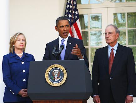 ברק אובמה, הילרי קלינטון וג'ורג' מיטשל (צילום: Alex Wong, GettyImages IL)