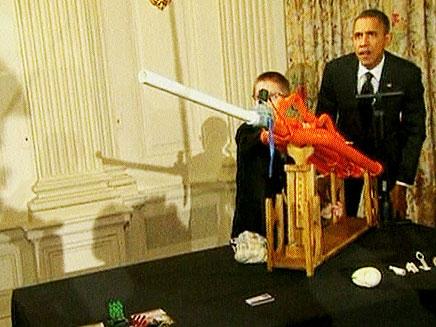 צפו: הנשיא אובמה חוזר לילדות (צילום: חדשות 2)