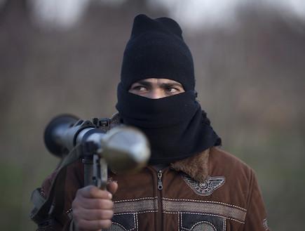 חייל בצבא סוריה החופשית (צילום: REUTERS/Stringer)