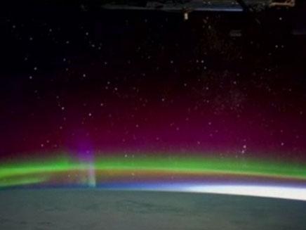 כך נראה הזוהר הצפוני מהחלל (צילום: סקאי ניוז)