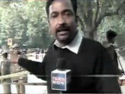 הכתב ההודי מדווח על הפיגוע (צילום: חדשות 2)