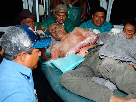 פינוי הפצועים מהכלא, בשבוע שעבר (צילום: רויטרס)