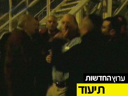 צפו בסרטון: אלימות בפגישת עובדי הרכבת (צילום: חדשות 2)