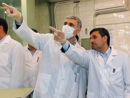 השיחות יחודשו. אחמדינג'אד במתקן גרעין (צילום: רויטרס)