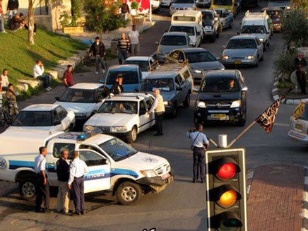 כוחות משטרה בטייבה (צילום: פאנט)