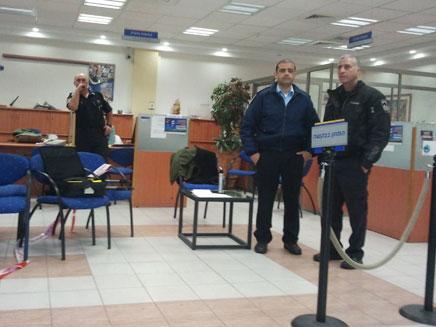 סניף הבנק שנשדד, הבוקר בחיפה (צילום: פוראת נסאר)