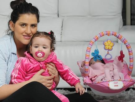 עינב ואלי בובליל עם שתי הבנות (צילום: עודד קרני)