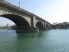 גשר מצודת לונדון (צילום: jupiter images)