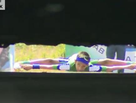שיא גינס: החלקה על סקייטים מתחת למכוניות (וידאו WMV: Youtube.com)