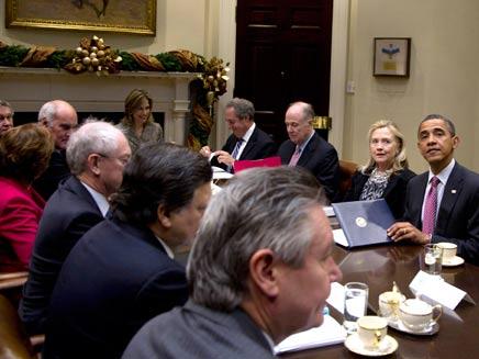 מביעים דאגה. אובמה וצוות הבית הלבן