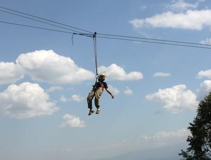 תלויה באוויר (צילום: אסנת קרסננסקי)