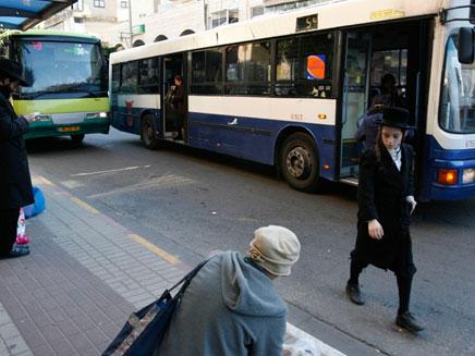 האוטובוס בא, אבל לא כדאי לעלות (צילום: רויטרס)