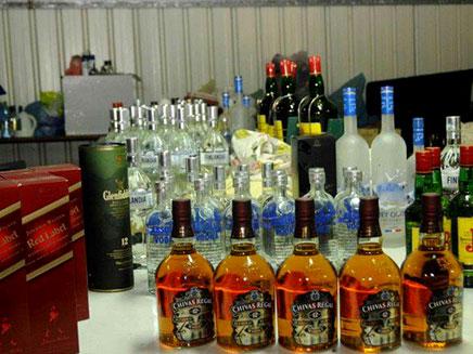 מכת מדינה. אלכוהול מזויף, ארכיון (צילום: משטרת ישראל)