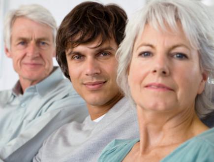 הורים מבוגרים ובנם