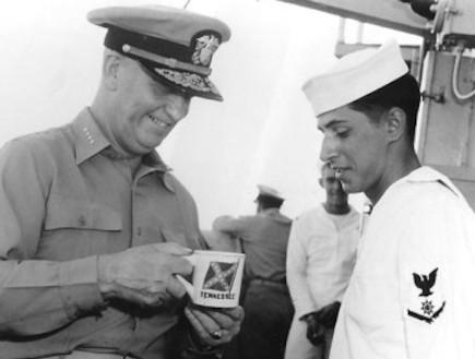 קפה עוזר לנשים לחשוב אבל משבש לגברים את המחשבות (וידאו WMV: history.navy.mil)