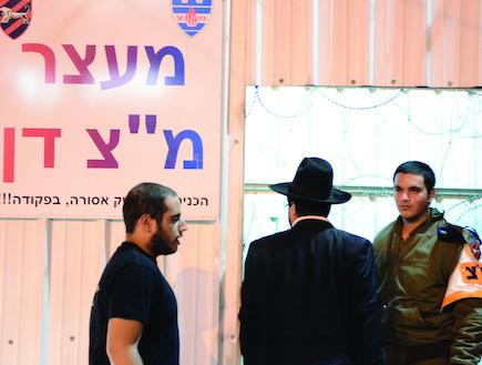 לוכדי עריקים (צילום: בן אברהם, במחנה)