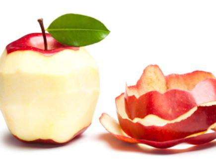 תפוח מקולף (צילום: Marek Mnich, Istock)