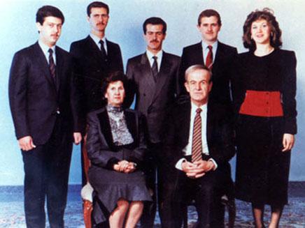 משפחת אסד, 1985. מאהר אסד משמאל (צילום: AP)