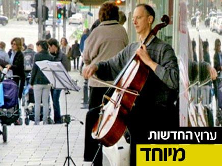 האם תזהו צ'לן מפורסם מנגן ברחוב? (צילום: חדשות 2)