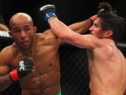 דימיטריוס ג'ונסון נגד איאן מק'קל - UFC (צילום: Mark Kolbe, GettyImages IL)