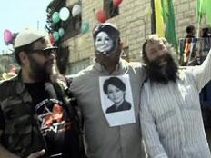 התחפושת המקורית של פעיל הימין בן גביר (צילום: חדשות 2)