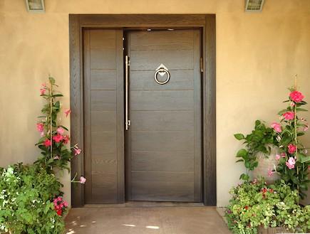 דלת חומה open gallery (יח``צ: Open Gallery)
