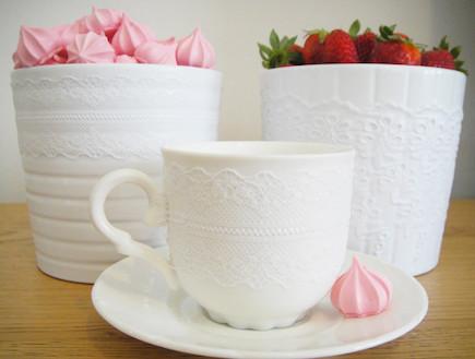 כוסות ואגרטלים בעיצוב תחרה (צילום: דידי רפאלי)