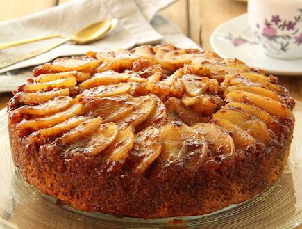 עוגת תפוחים מקורמלים הפוכה (צילום: חן שוקרון, אוכל טוב)