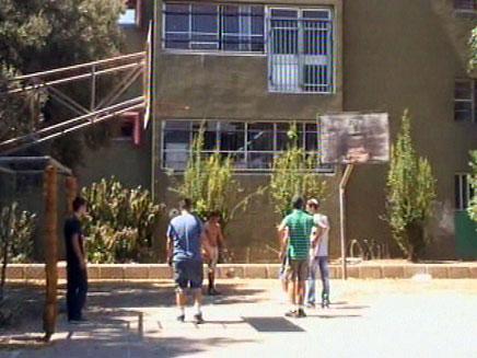 ילדים משחקים במגרש בית ספר (צילום: חדשות 2)