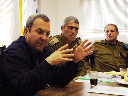 ברק עם אלוף פיקוד הדרום, הבוקר באוגדה (צילום: אריאל חרמוני, משרד הביטחון)