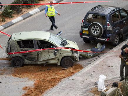 רכב שנפגע מגראד באשדוד (צילום: חדשות 2)