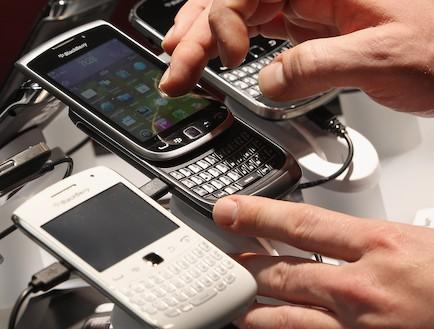 טלפונים סלולריים (צילום: Sean Gallup, GettyImages IL)