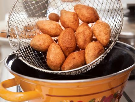 קובה כשר לפסח (צילום: דניאל לילה, אוצר מאכלי העדות, על השולחן)
