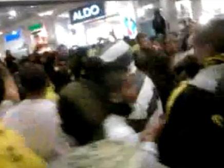"""אוהדי בית""""ר מתפרעים בקניון מלחה בירושלים (צילום: יוטיוב)"""