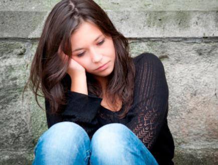 צעירה עצובה (צילום: אימג'בנק / Thinkstock)