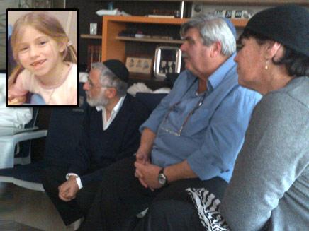 המפגש בין משפחת פוגל למוסטונגו, היום (צילום: יקי אדמקר, בחדרי חרדים)