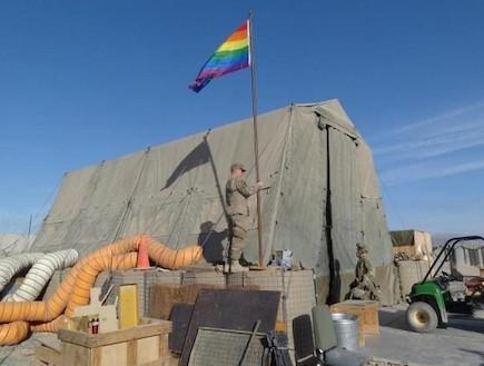 דגל הגאווה באפגניסטן (צילום: צילום מסך מתוך buzzfeed)
