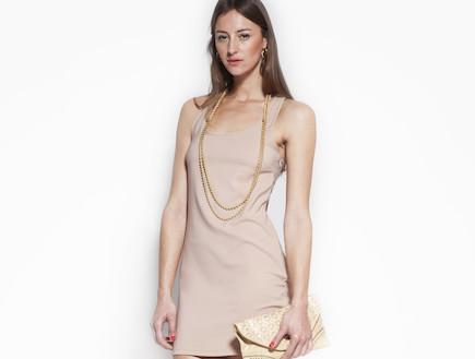 שמלת מיני צמודה ונעלי עקב חומות (צילום: סטודיו רון קדמי)