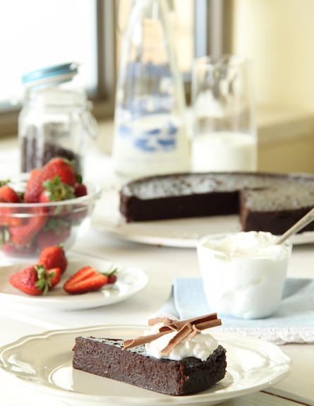 עוגת שוקולד לפסח 2 (צילום: חן שוקרון, אוכל טוב)