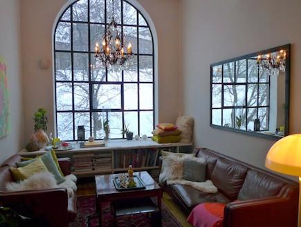 הסלון בביתה של גרו מוקטה הולטר (צילום: mako)
